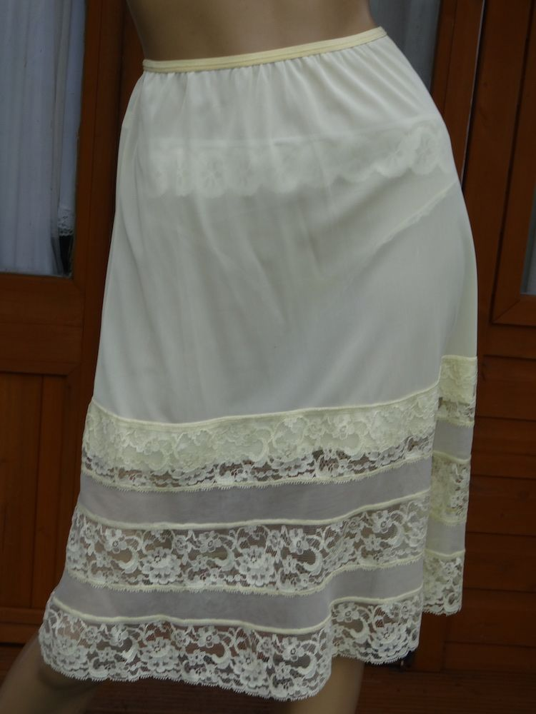 AUTHENTIC 1960'S SILKY NYLON & LACE HALF SLIP SIZE:- MEDIUM  WAIST 18-34